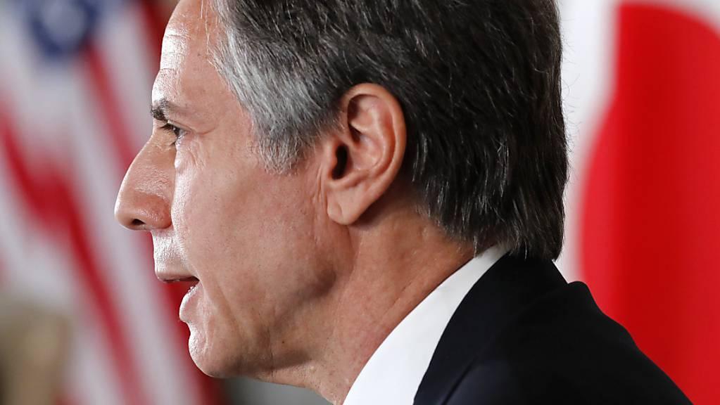 Antony Blinken, Aussenminister der USA, nimmt an einem virtuellen Treffen mit Mitarbeitern der US-Botschaft in der Residenz des US-Botschafters in Tokio teil. Die Verteidigungs- und Außenminister der USA und von Japan werden über den wachsenden Einfluss Chinas in der indopazifischen Region diskutieren.