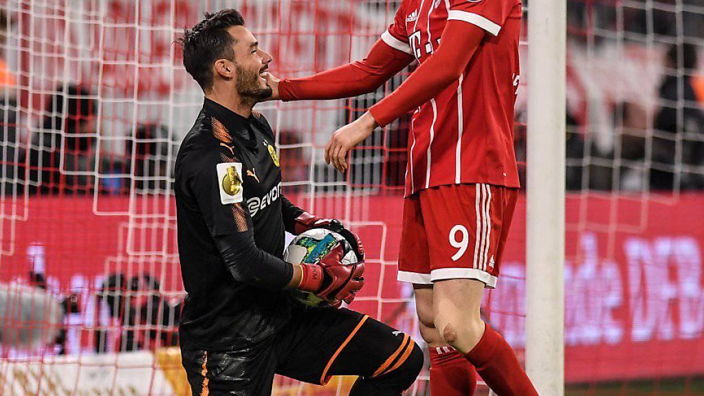 Der Schweizer Keeper Roman Bürki bot bei der 1:2-Niederlage von Borussia Dortmund bei Bayern München eine starke Leistung