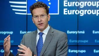 Euro-Finanzminister haben am Montag in Luxemburg grünes Licht für 1,1 Milliarden Euro Hilfsgelder für Griechenland gegeben. Laut Eurogruppen-Chef Jeroen Dijsselbloem braucht es noch zusätzliche Informationen, um die restlichen 1, 7 Milliarden freizugeben. (Archiv)