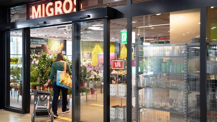 Die Migros kündigt zahlreiche Preissenkungen an. Bis Ende Jahr sollen 600 Produkte um durchschnittlich 10 Prozent günstiger werden. (Symbolbild)