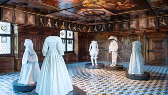 Heinrich Lochmann liess sich den Festsaal/Barocksaal mit Gemälden zeitgenössischer Herrscher 1667 in Zürich bauen. Der Barocksaal kam 1898 telquel ins Landesmuseum. Auf Knopfdruck erzählen Puppen vom Leben damals.