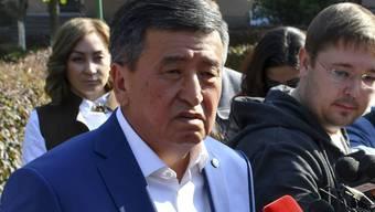 Der Ex-Regierungschef Sooronbai Scheenbekow ist als eindeutiger Sieger aus den Wahlen in Kirgistan hervorgegangen. Dies sagen Teilergebnisse der Wahlkommission.