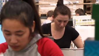 Für 17 Franken schuften die Angestellten in Arbon für Zalando. Die meisten davon sind ausländische Frauen.
