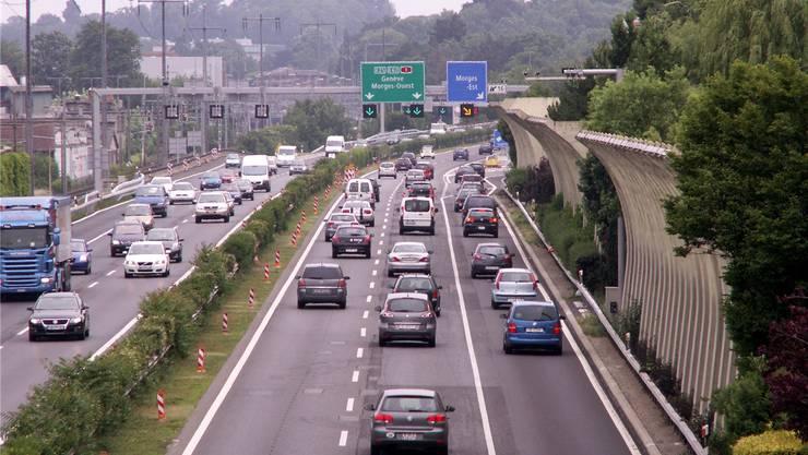 Vorzeigestrecke: Auf diesem Autobahnabschnitt zwischen Morges und Ecublens wird der Pannenstreifen bei Bedarf für den Verkehr freigegeben.