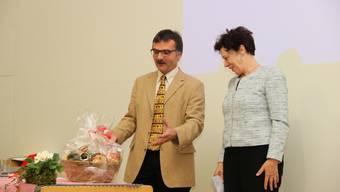 «Es ist irgendwie bereits ein Abschiedsgeschenk», hielt Präsident Arni Erni fest, als er der dieses Jahr abtretenden Regierungsrätin Esther Gassler einen Korb mit «Einheimischem» überreichte.