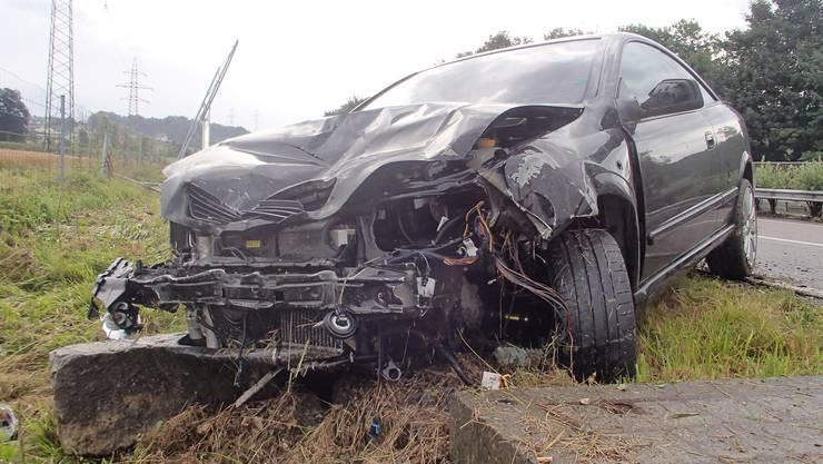 Die Fahrerin und ihrer Mitfahrerin wurden beide leicht verletzt.