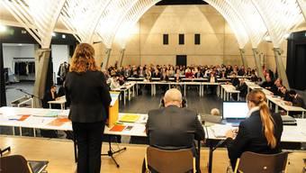 Die Sitzung des Einwohnerrats fand für einmal in der Aula der Kantonsschule Wohlen statt.