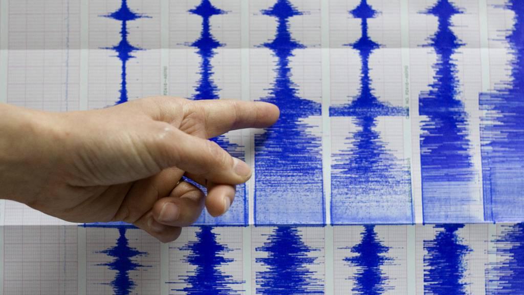 Erdbeben mit einer Stärke von 7,3 – Behörden warnen vor Tsunami