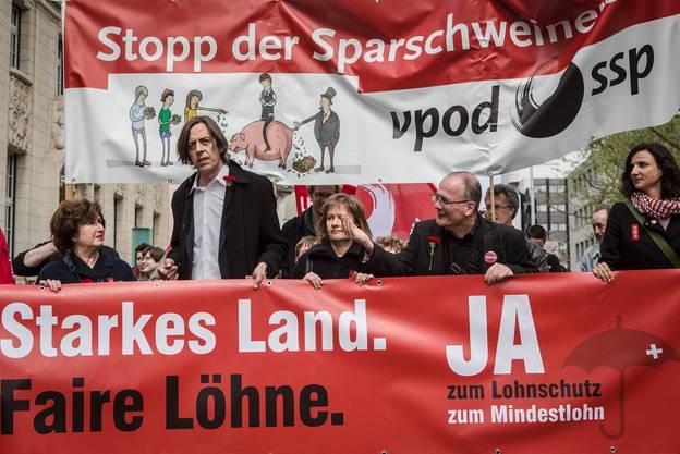 Von links: Katharina Kerr, Präsidentin VPOD Aargau, Pedro Lenz, Brigitte und Max Chopard, Nationalrat und Gabriela Suter, Einwohnerrätin