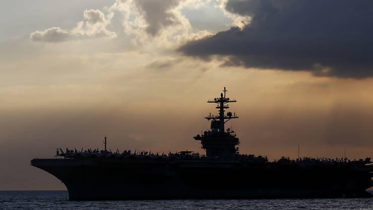"""Der Kapitän des US-Flugzeugträgers """"USS Theodore Rooseveld"""" ist entlassen worden. Er habe zuviel Aufsehen erregt wegen einzelner Coronovirus-Fälle an Bord, so die Begründung."""