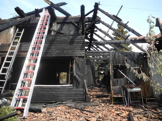 Dabei brannte ein altes Bauernhaus nieder.