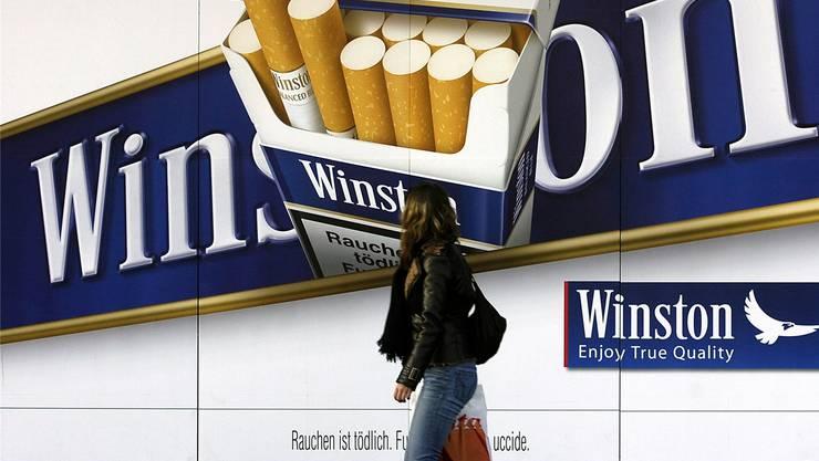 Jugendliche sollen von Tabakwerbung verschont werden.