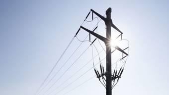 Grund für den Stromausfall war ein technischer Defekt an einer 13-Kilovolt-Leitung. (Symbolbild)