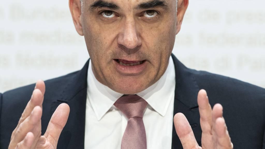 EDI-Vorsteher Alain Berset nimmt die Praxis des Bundesamtes für Sozialversicherungen bei der Gewährung von IV-Renten genauer unter die Lupe.
