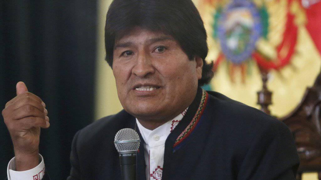 Evo Morales erhält eine eigene militärische Hymne.