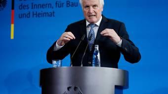 """Wer neuer Chef des Verfassungsschutzes wird, ist noch offen, auch er persönlich habe """"noch keinen Namen im Kopf"""", sagte Innenminister Horst Seehofer am Mittwoch vor den Medien in Berlin."""