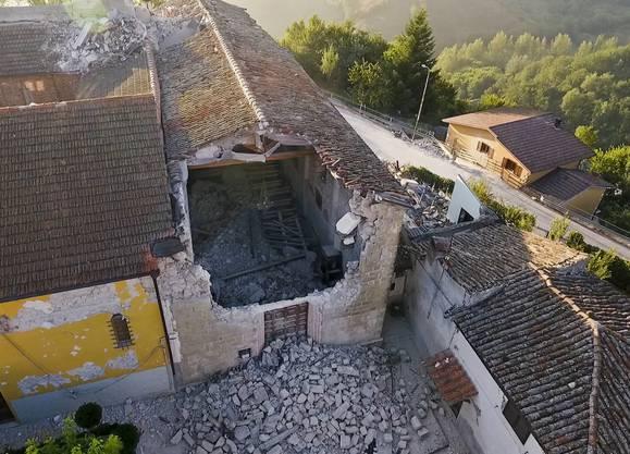 Nach der Erdbebenkatastrophe ruft Italien den Notstand aus (5)