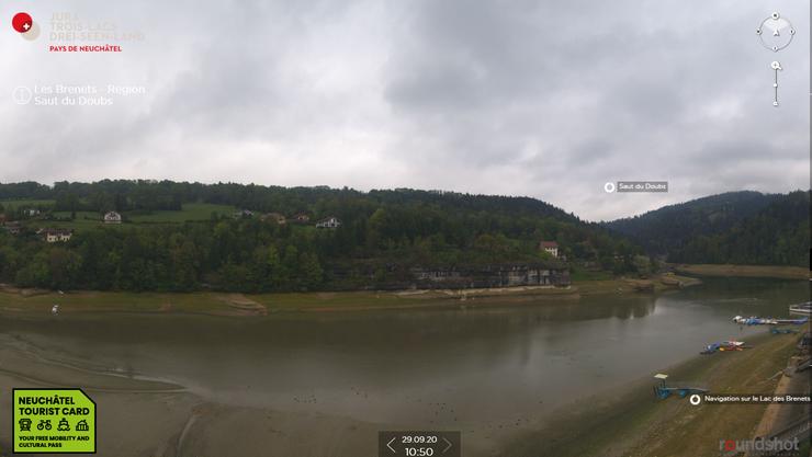 Am Ufer des Lac de Brenets kurz vor 11 Uhr am Dienstagvormittag.