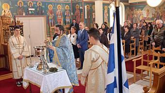 Konstantinos Kosmidis (vorne im blauen Gewand) ist Pfarrer der griechisch-orthodoxen Kirche der Nordwestschweiz.
