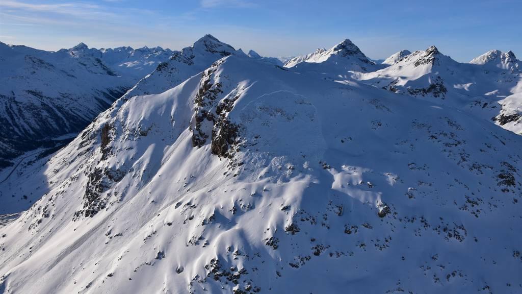 Skitourengänger durch Lawine verschüttet und schwer verletzt