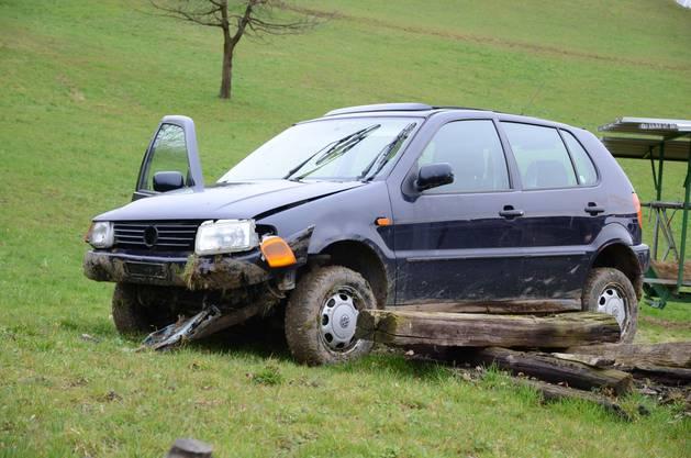 Ihr Auto wurde stark beschädigt und sie verletzte sich schwer.