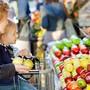 Lebensmittelläden dürfen ab Montag in der ganzen Schweiz wieder länger als 19 Uhr offen haben.