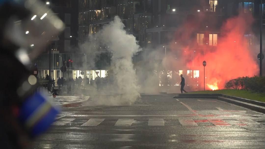 Tränengas gegen Corona-Demonstranten: Hunderte protestieren in Italien