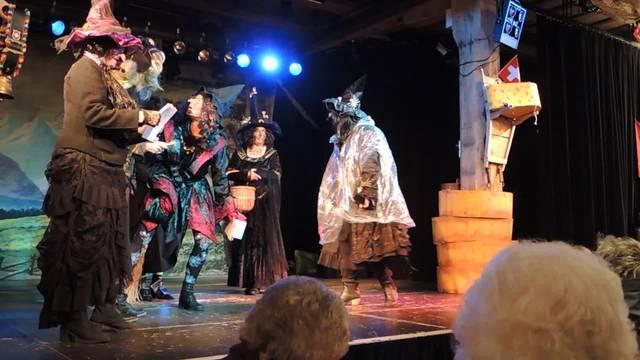 Fasnachtsauftakt: Hexen geben den Tarif durch