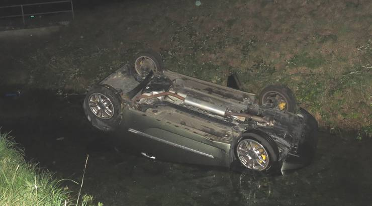 Die Lenkerin, eine 30-jährige Portugiesin, konnte selbst aus dem Auto steigen und blieb unverletzt.