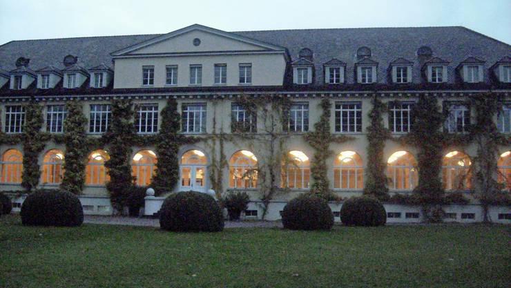 Bei Nacht wirkt das imposante Gebäude richtig romantisch.