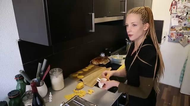 Heute kocht Sarah (24)