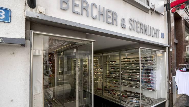 «Bercher & Sternlicht» am oberen Ende des Spalenbergs, Eisenbahnladen mit Tradition macht bald dicht.