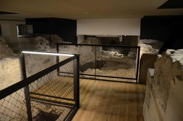 Im Inneren der Krypta wurde dank des aufwändigen Bauprojekts nicht nur das Fundament aus dem 9. Jahrhundert zugänglich...