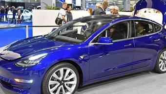 """Die lange verzögerte Auslieferung der Tesla Model 3 in der Schweiz führt im März zu einem statistischen """"Tesla-Verkaufsboom"""". (Archivbild)"""