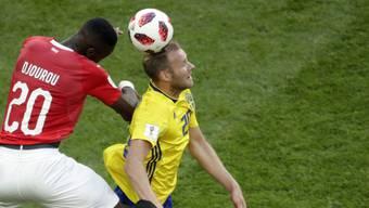 Johan Djourou im Achtelfinal gegen Schwedens Toivonen