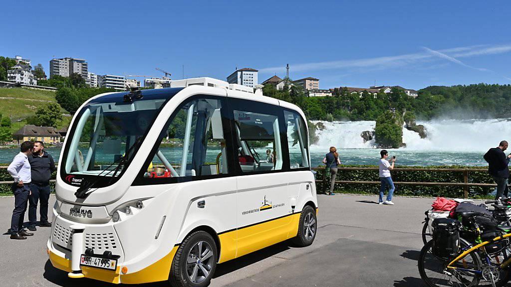 Mit dem selbstfahrenden Bus gelangt man nun auch zum Rheinfall.
