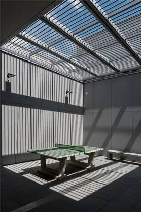 So sieht der Spazierhof im Erweiterungsbau des Zentralgefängnisses Lenzburg aus, wo «Carlos» seit rund zwei Wochen täglich spazieren gehen darf. Chris Iseli/Archiv
