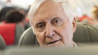 Investor Martin Ebner bei einem Sonderflug seiner Helvetic Airways im Jahr 2013: Der Alpiq-Aktionär beurteilt die Strategie der Alpiq-Führung kritisch. (Archivbild)