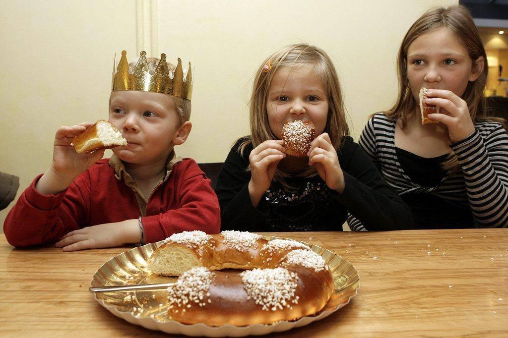 Kinder lieben den Dreikönigskuchen, weil er so süss ist (© Keystone/Salvatore Di Nolfi)