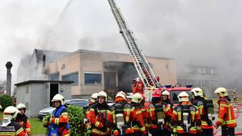 Grossbrände, wie im Jahr 2016 in Dulliken, werden seltener. Dafür nimmt die Anzahl der Naturereignisse weiter zu. (Archivbild)