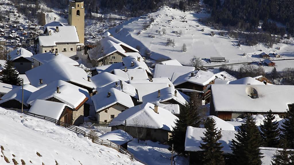 Graubünden unterstützt Gemeindefusion am Schamserberg