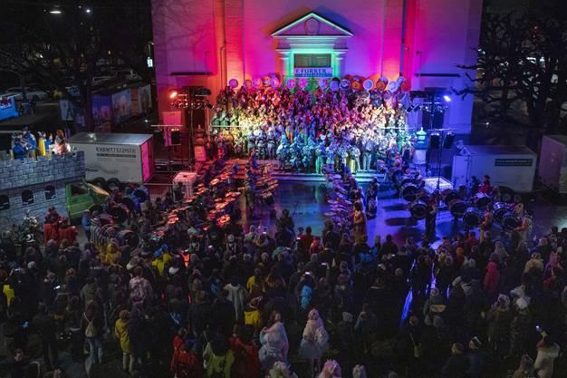 Das Guggenmonsterkonzert am Dienstagabend vor der Oltner Stadtkirche