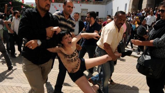 Eine Femen-Aktivistin wird am 29. Mai in Tunis inhaftiert
