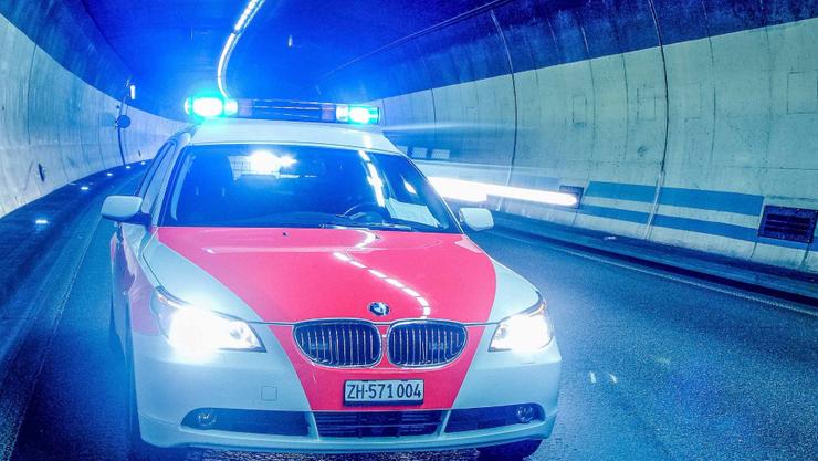 Die Kantonspolizei Zürich gibt Entwarnung: Bei einem Chemieunfall in einer Recyclingfirma in Urdorf besteht für die Bevölkerung und Umwelt keine Gefahr.  (Symbolbild)