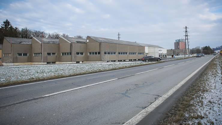 Der LeShop-Drive soll auf dem Areal der E.G.O. an der Aarauerstrasse zwischen Lenzburg (hinten) und Schafisheim entstehen.Pascal Meier