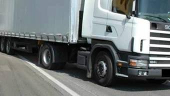 Bei einem der Lastwagenchauffeure wurde ein Promillewert von 1,26 gemessen. (Symbolbild)