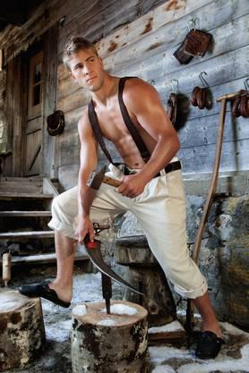 Joel (20) ist Mörschwil (SG) ist gelernter Landwirt und kennt sich vor allem mit Kühen und Schafen aus. Er spielt Schwyzerörgeli.