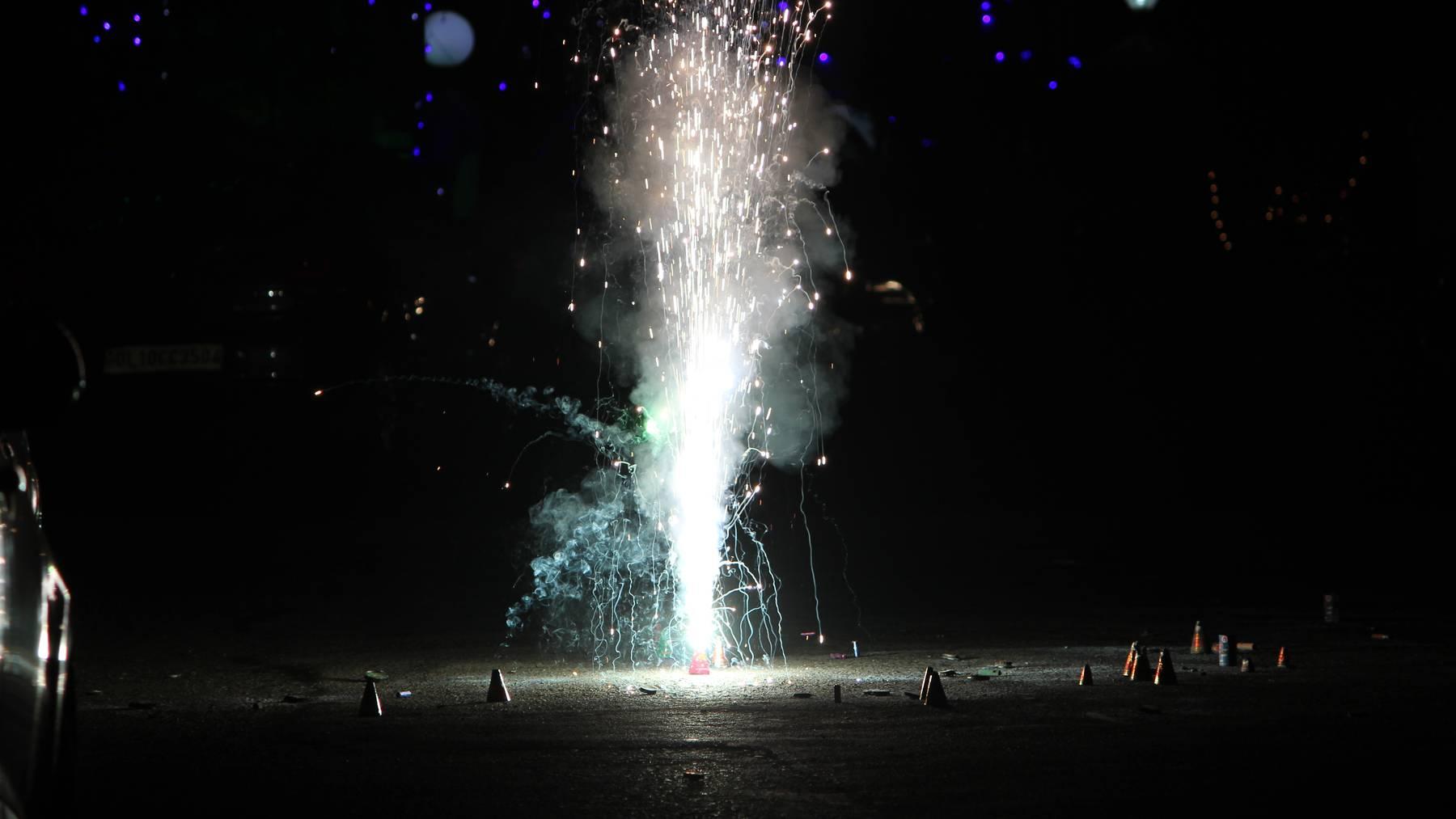 Der Turnhallenboden wurde durch Feuerwerk beschädigt. (Symbolbild)