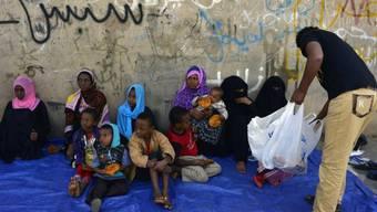 Eritreische Flüchtlinge warten im Jemen auf Hilfe (Archiv)