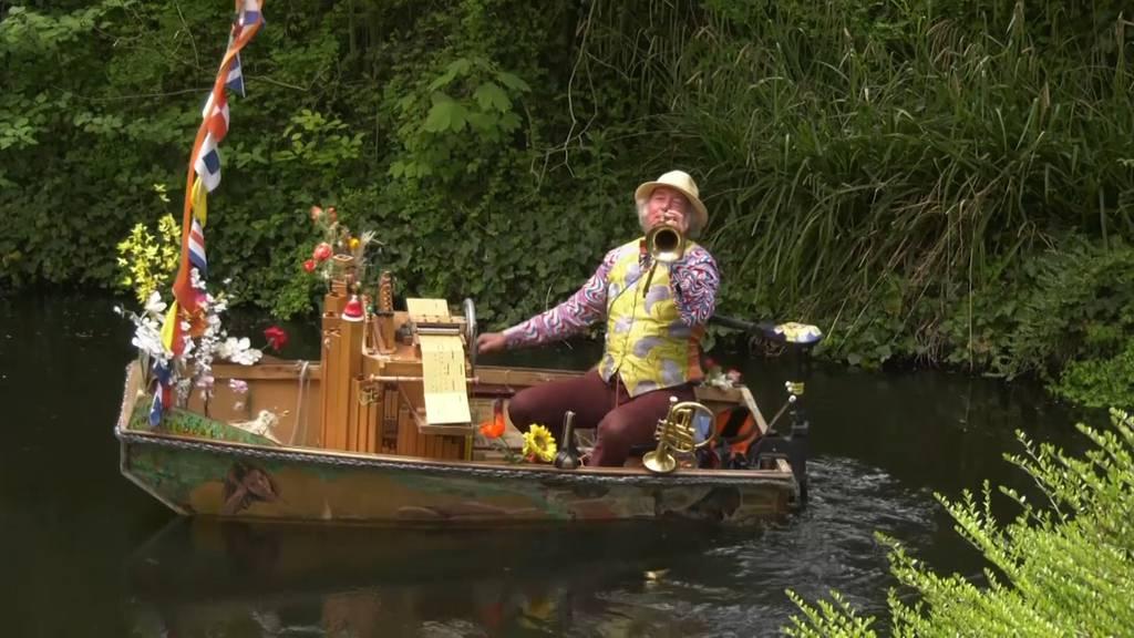 Boots-Troubadour spielt für Altersheimbewohner
